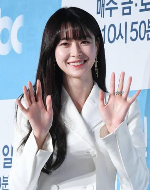 權娜拉有望出演tvN新劇大作《不可殺》女主